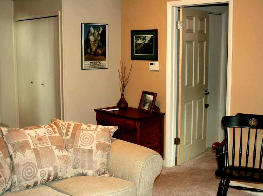 Private two-room suite with bathroom - Carbondale - House