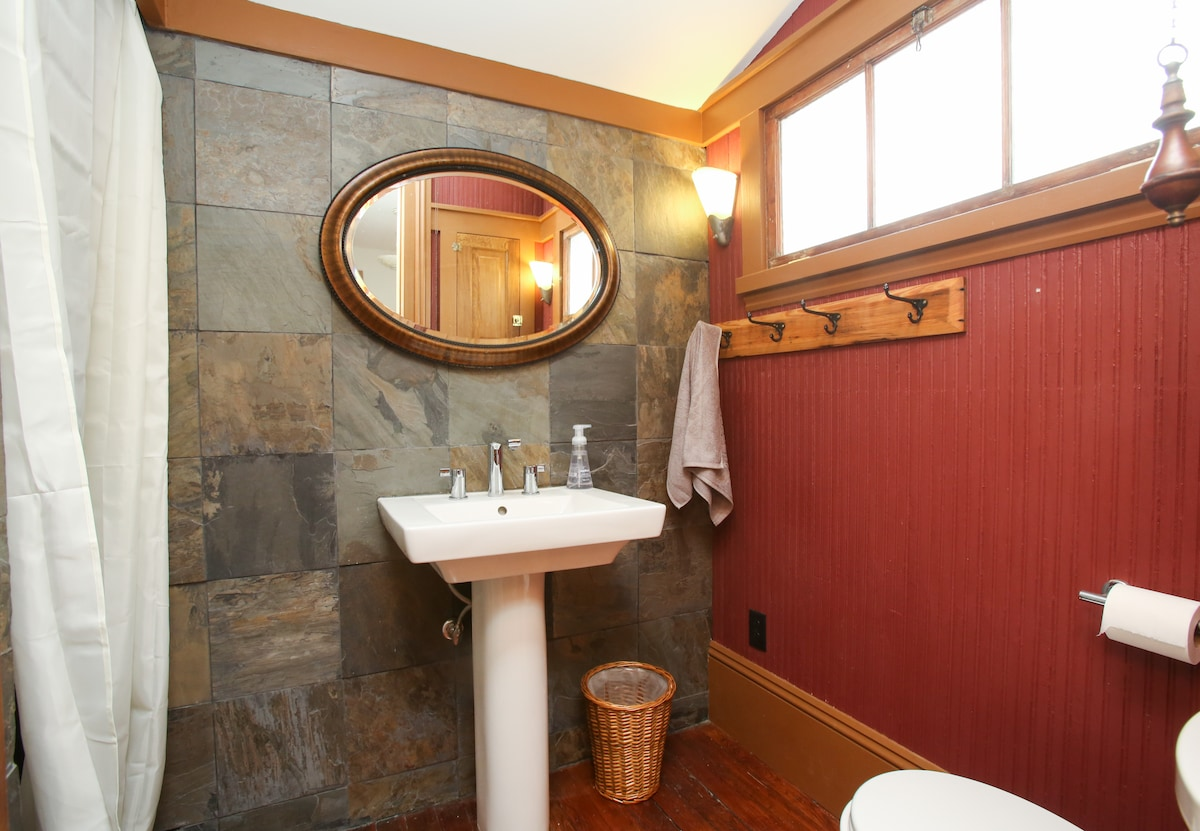 Newly renovated private en-suite bathroom