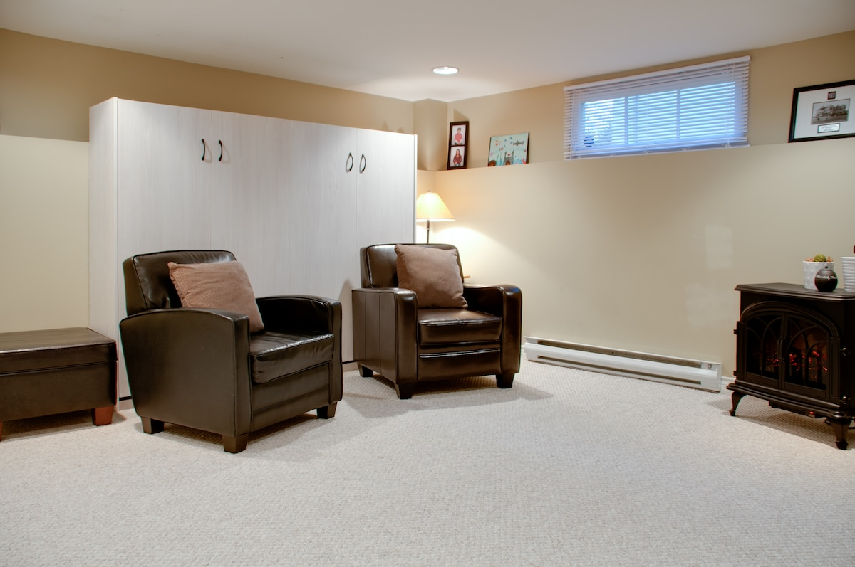 Private Studio Suite Furnished for4