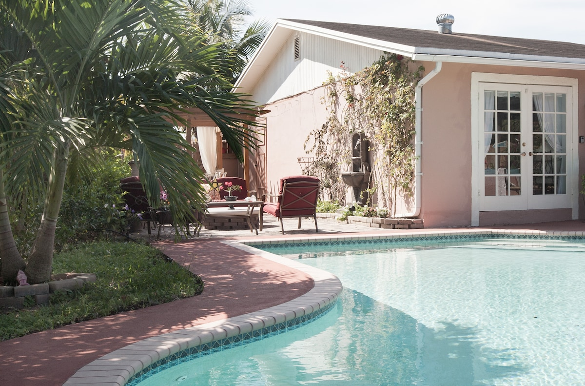 Private Room/Entrance POOL home
