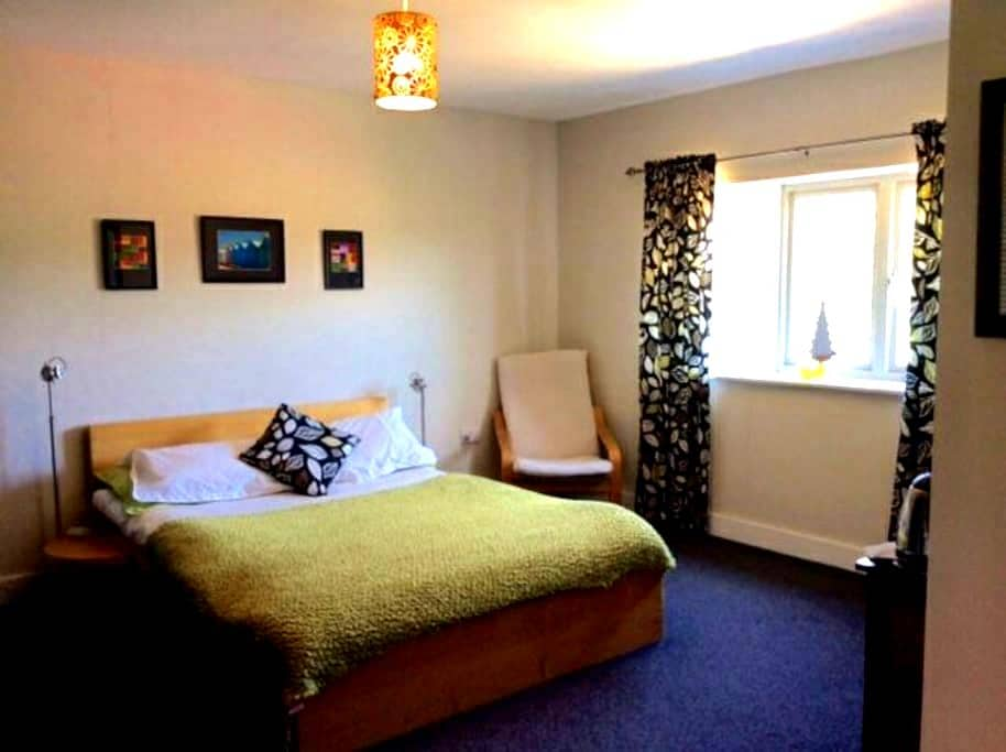 Unique bedroom and own sitting room - Kings Lynn - Huis