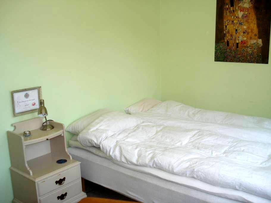 Quiet guest room close to the center and beach. - Ystad