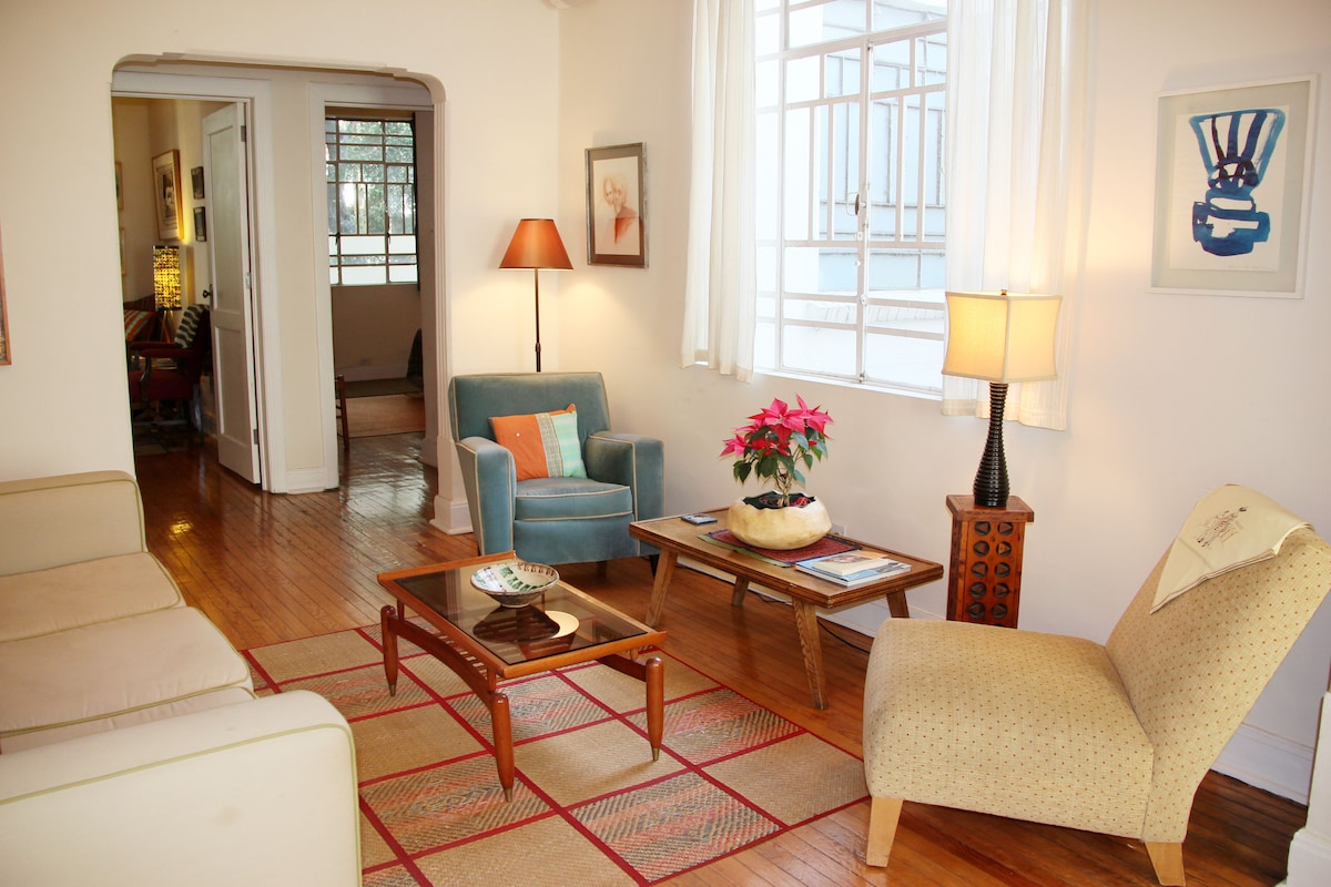 2 bedroom apt. deco bldg, Condesa