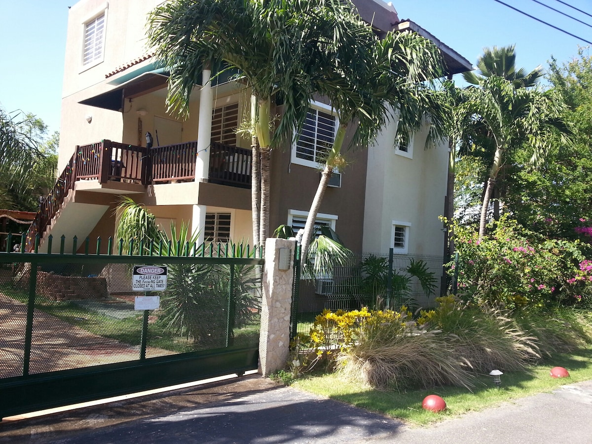 2 Bedroom Apt in Shack's Beach Area