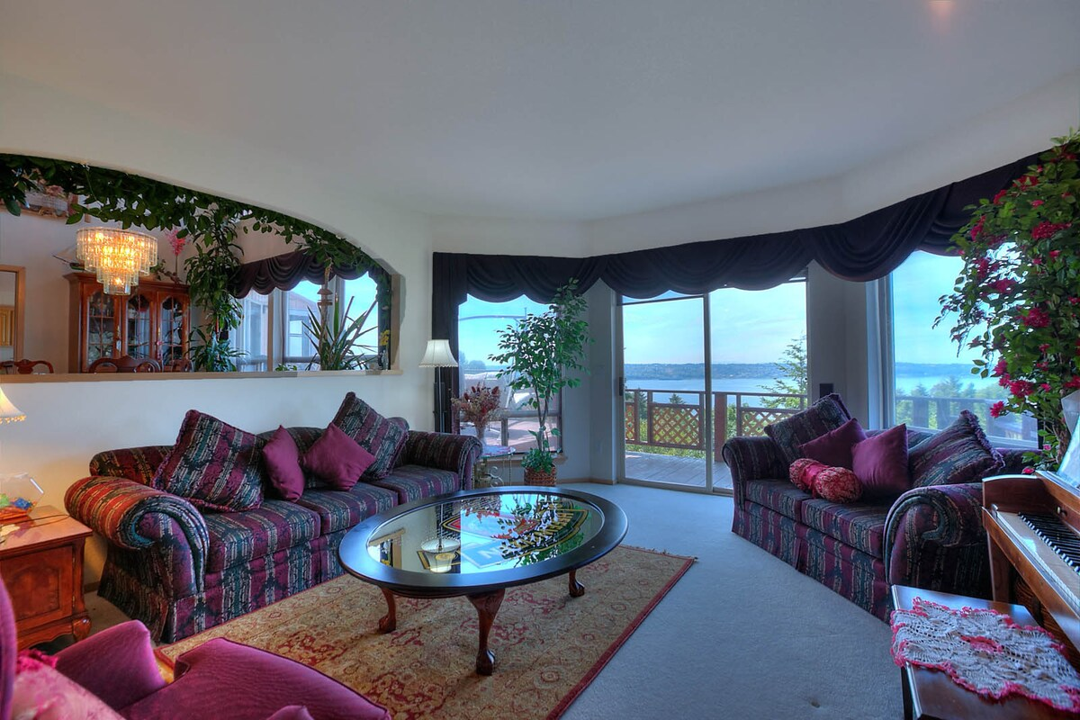 Sunken formal living room - perfect for lounging around, reading and enjoying the view.