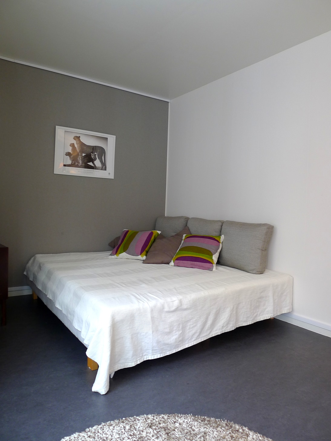 King size bed. Bed linen are included
