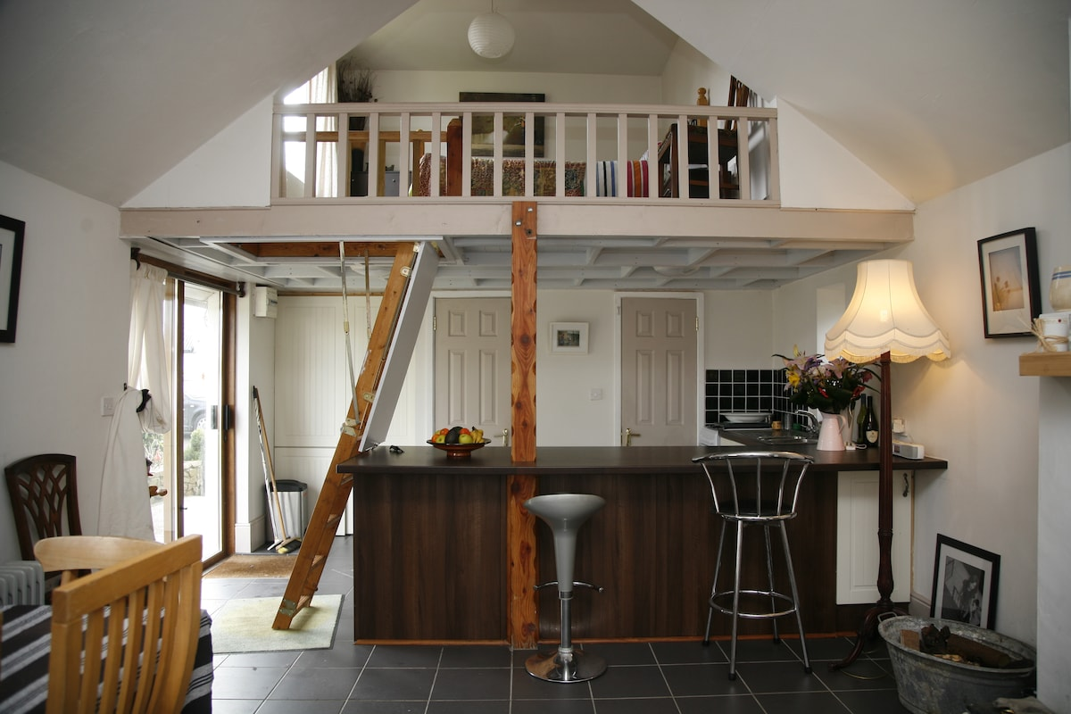 stove... ladder to the loft double room available