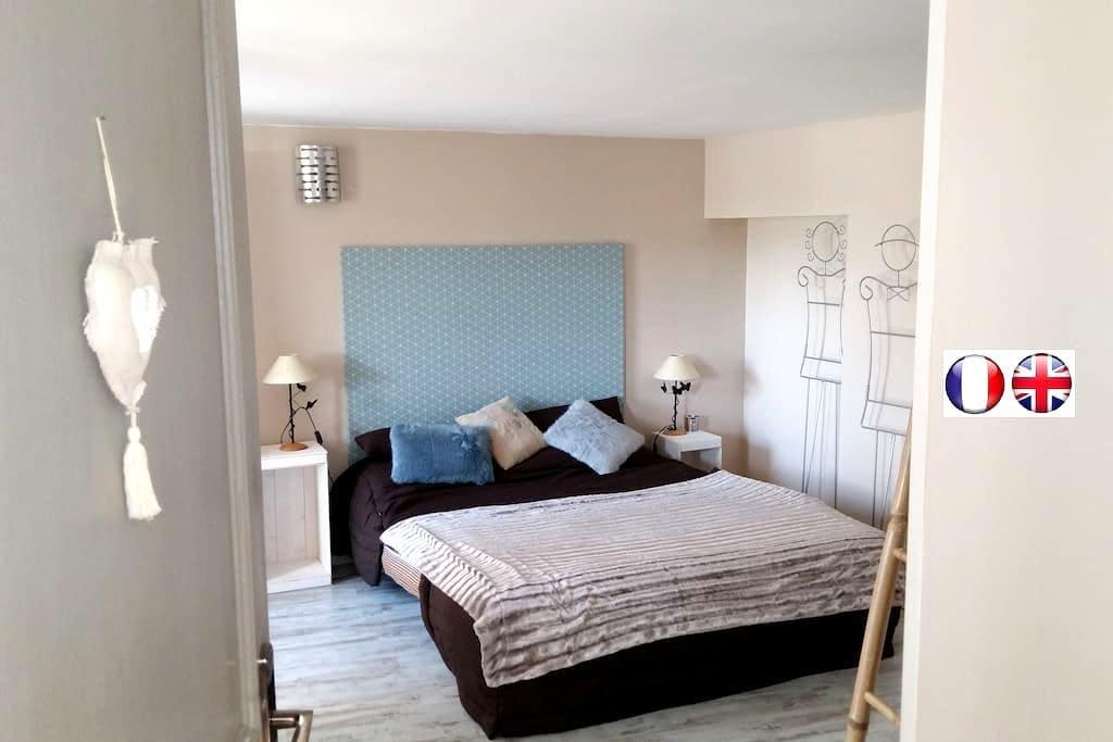 Chambre sur jardin entrée privative - Lurcy - Hus