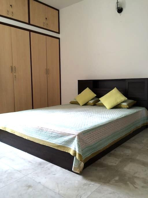 Private room with all amenities - Kolkata - Lägenhet