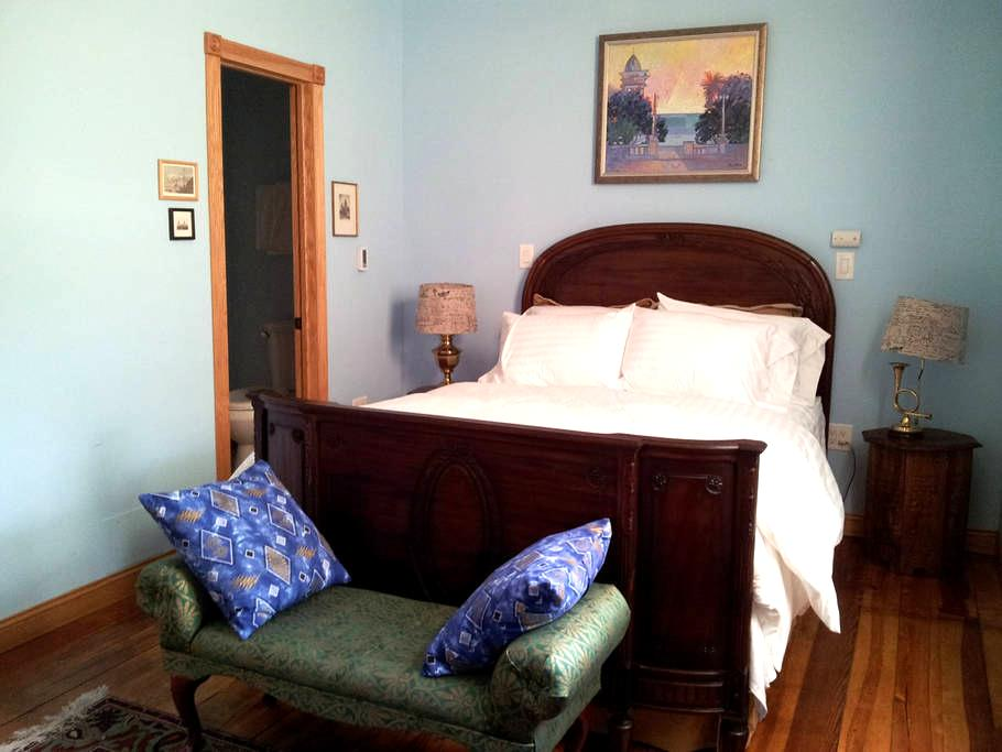 World Traveler's Room in Bedford - Bedford