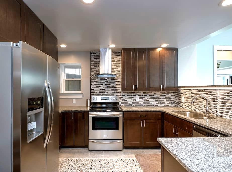 BRILLIANT Downtown Condo w/Parking! - Wilmington - Apartment