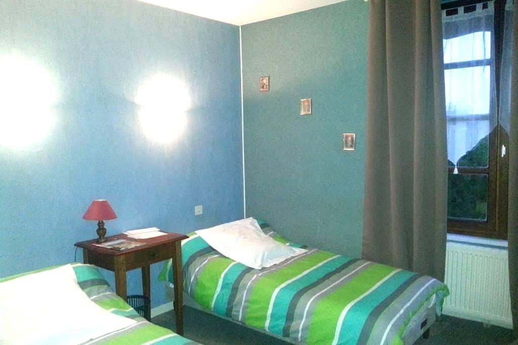 Chambres d'hôtes de  La Pinatelle - Chalinargues - Dům pro hosty