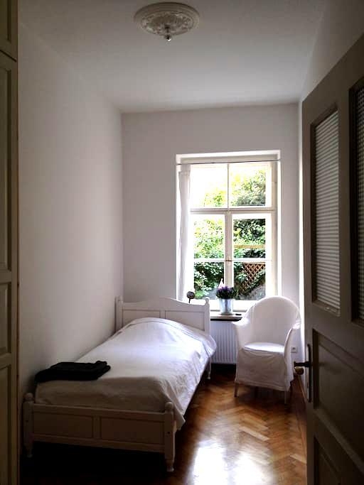 Schwabing U3/U6 Münchner Freiheit - Munique - Apartamento