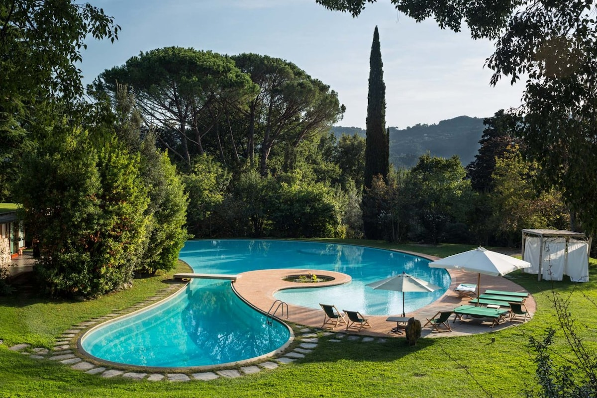 Villa Corte with Pool in Versilia