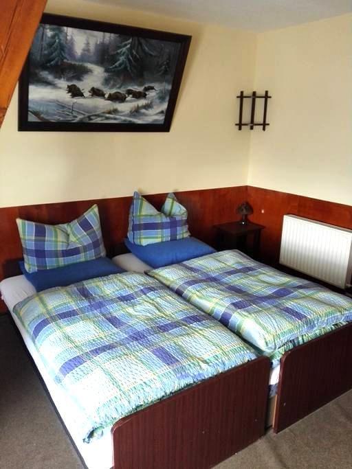 Zimmer auf dem Bauernhof - Kremmen - Huis