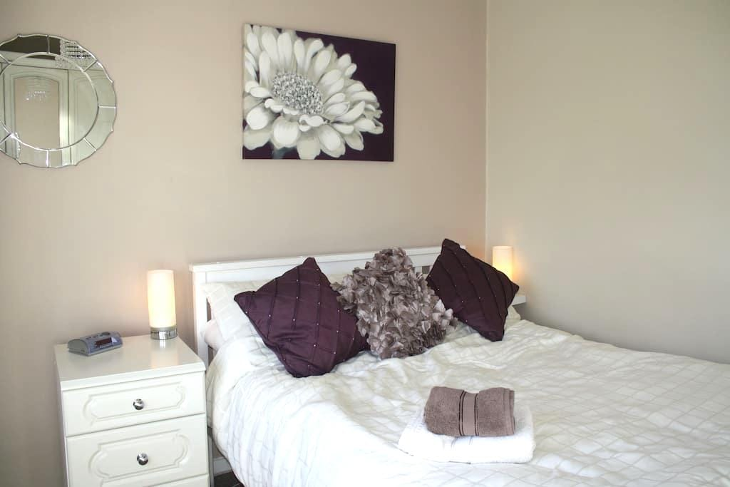 Warm welcome - double bedroom - Wolverhampton - Hus