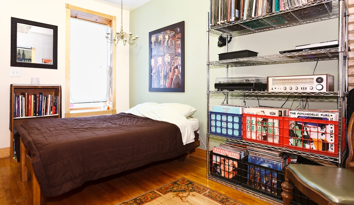 Urban Retreat: Bed and Breakfast