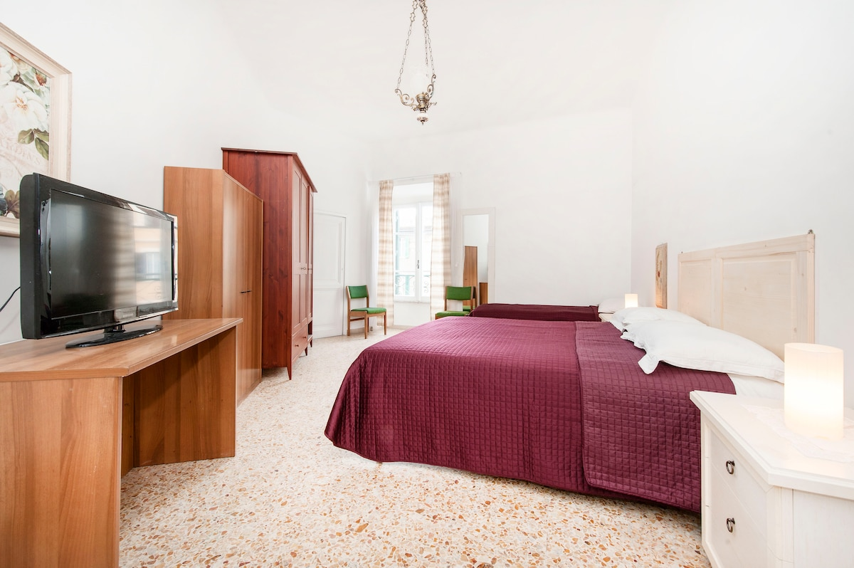 Triple room Shared wcnear Colosseum