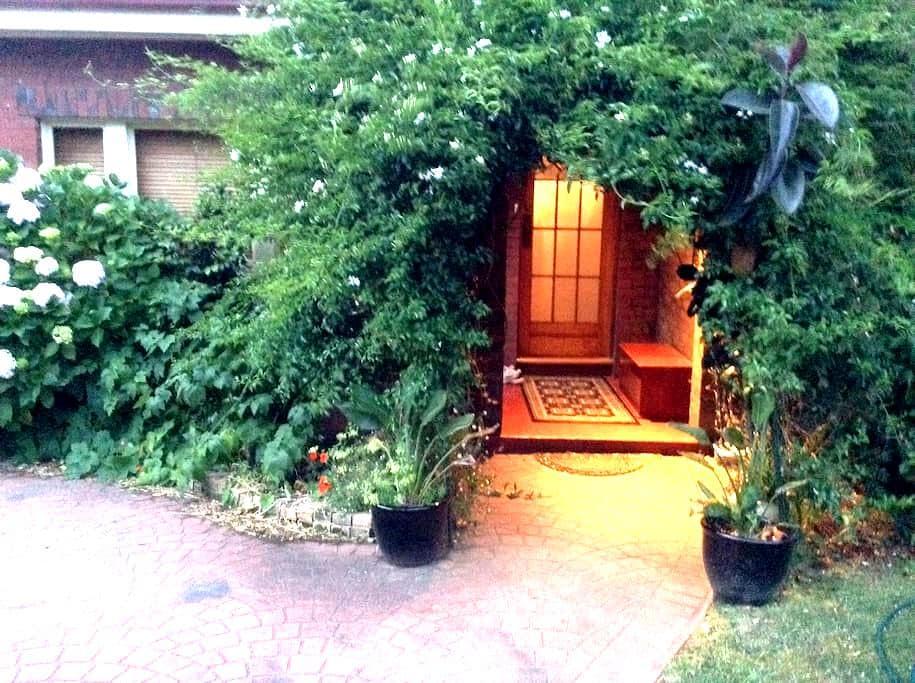 A B&B convenient spot Jasmine Arch - Ньютаун - Гестхаус