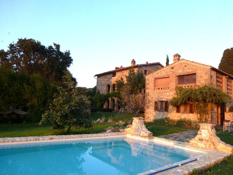 La campagna e davanti la piscina   - Castiglioncello Bandini
