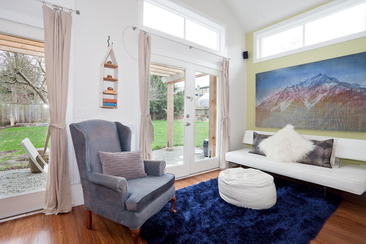 relax and kick back...enjoy french doors that open on to the patio...