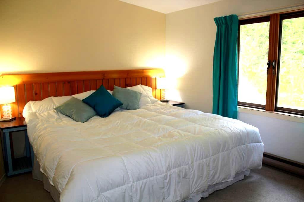 Tara Shanti Bed & Breakfast Aqua Room - Kootenay Bay - Aamiaismajoitus