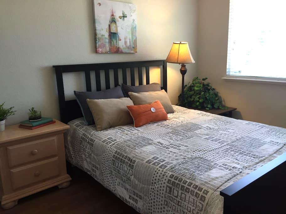 WOW! Modern and Remodeled! Room #2 Like a NEW home - Sacramento - House