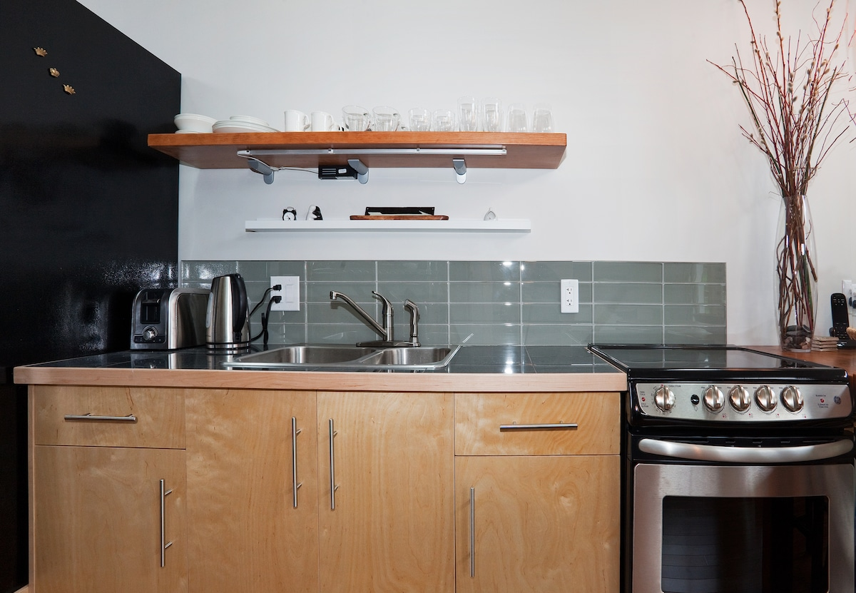 modern and efficient fully equipped kitchen.