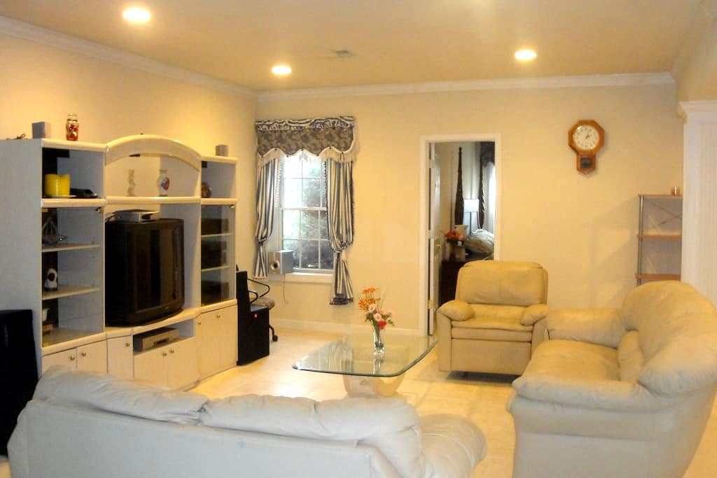 Family Friendly 2 Beds, Kitchen, Spacious Private - Gaithersburg - Autre
