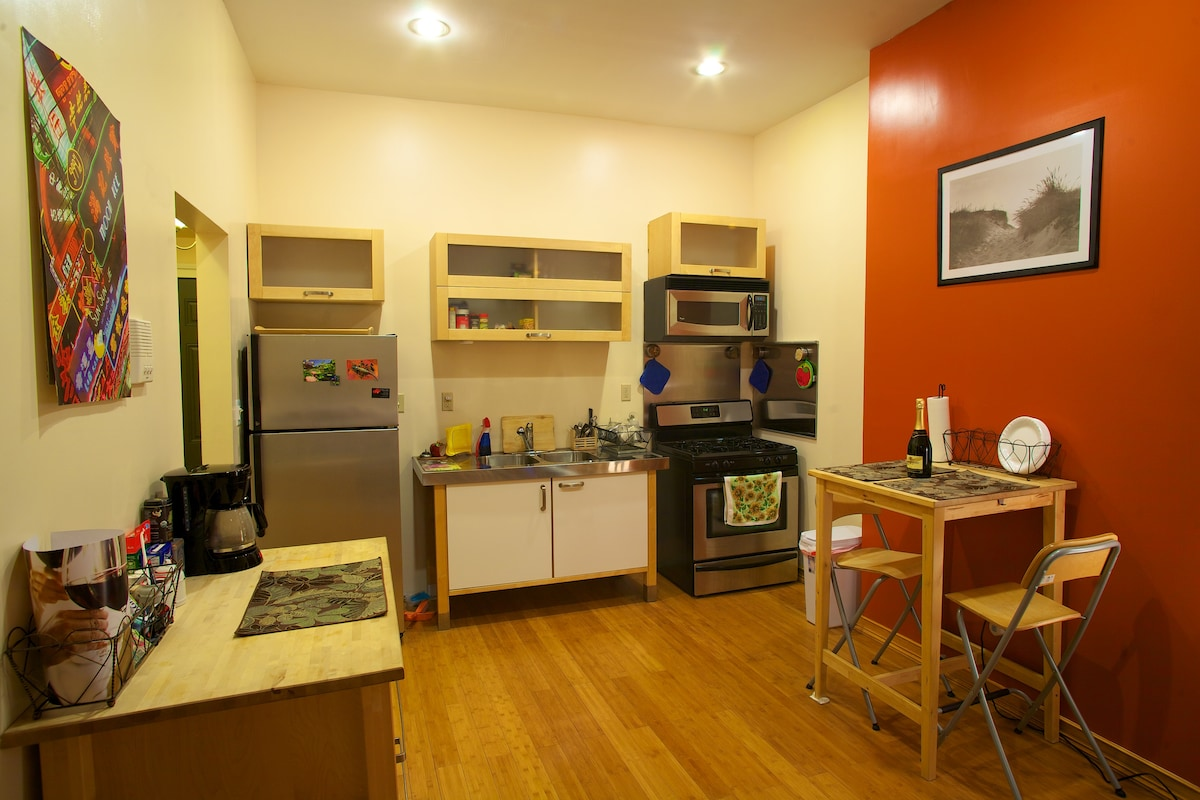 Full Kitchen and Dining