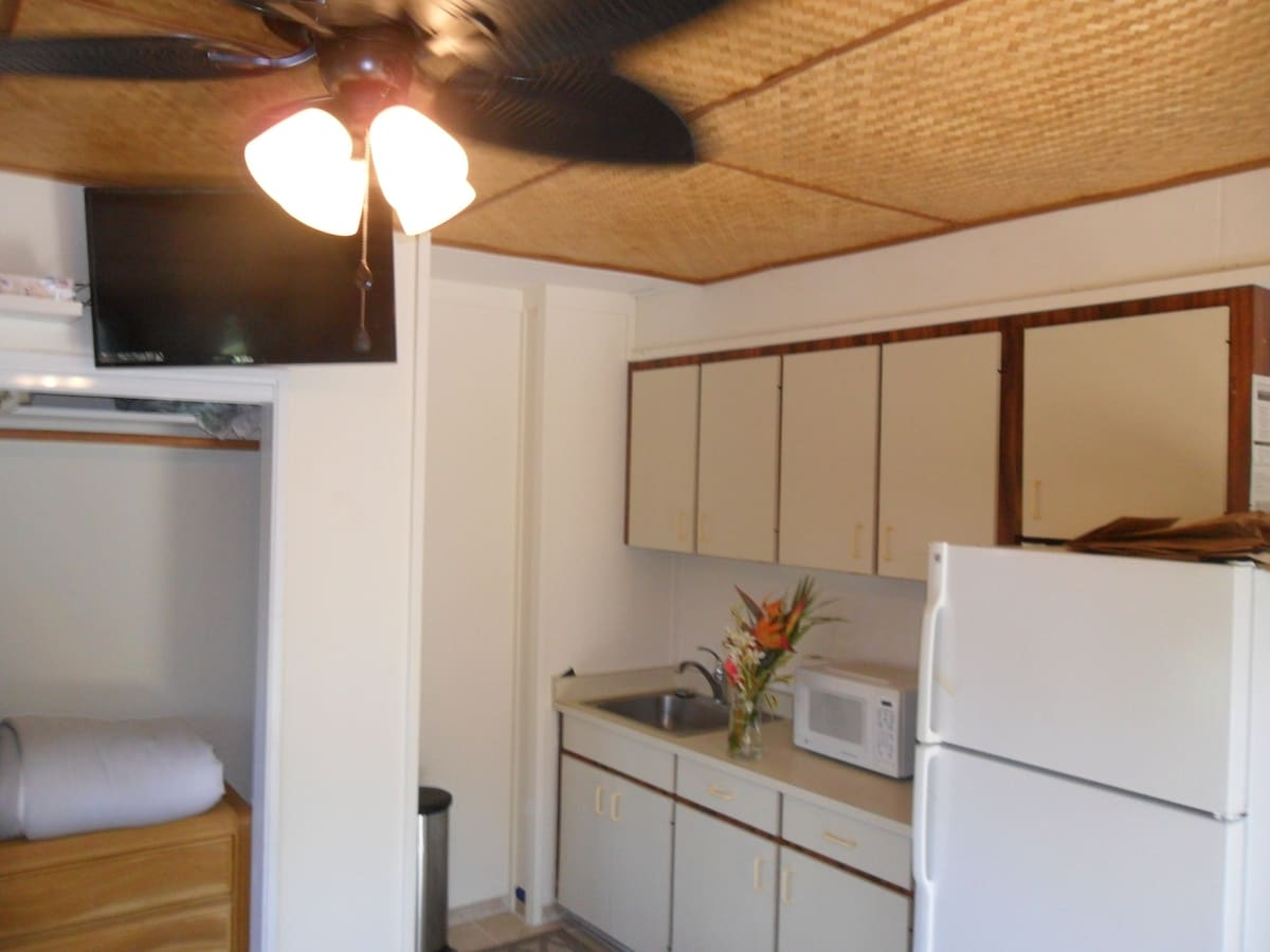 ATTACHED KITCHENETTE