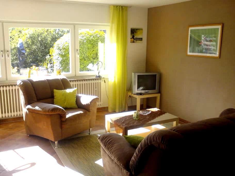 Sonnige 2-Zimmer Wohnung mit Gartenblick - Sankt Ingbert