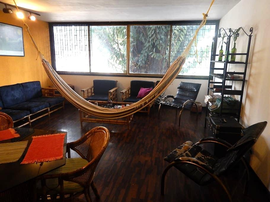 Room in front of Plaza Altamira: the best location - Caracas - Apartment
