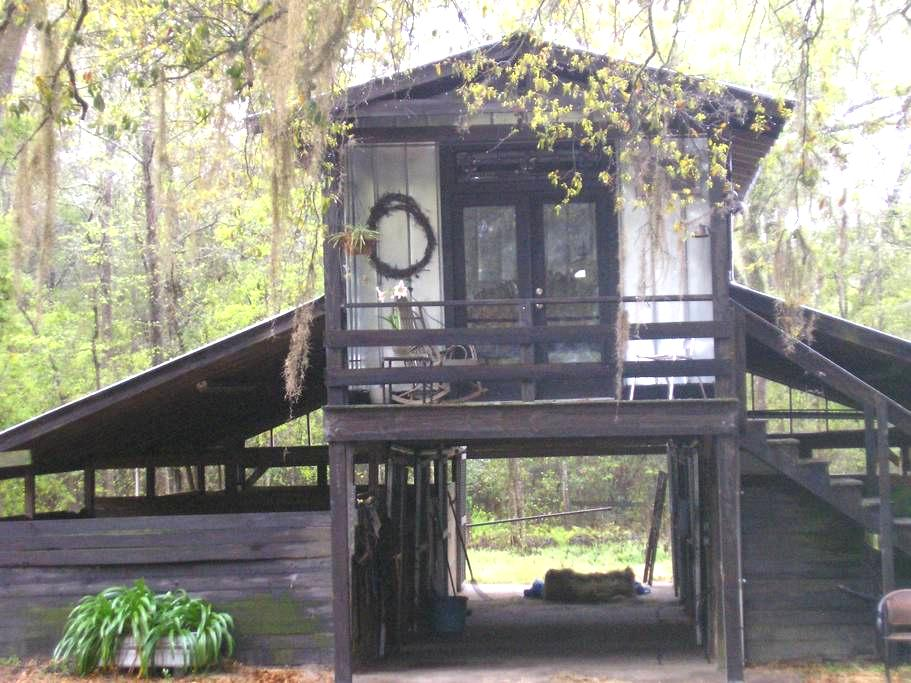 Studio loft/ kitchenette/porch/bath - Lake City