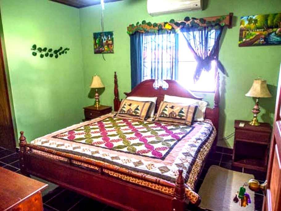 Tia Maria Guesthouse - Room 1 - San Ignacio