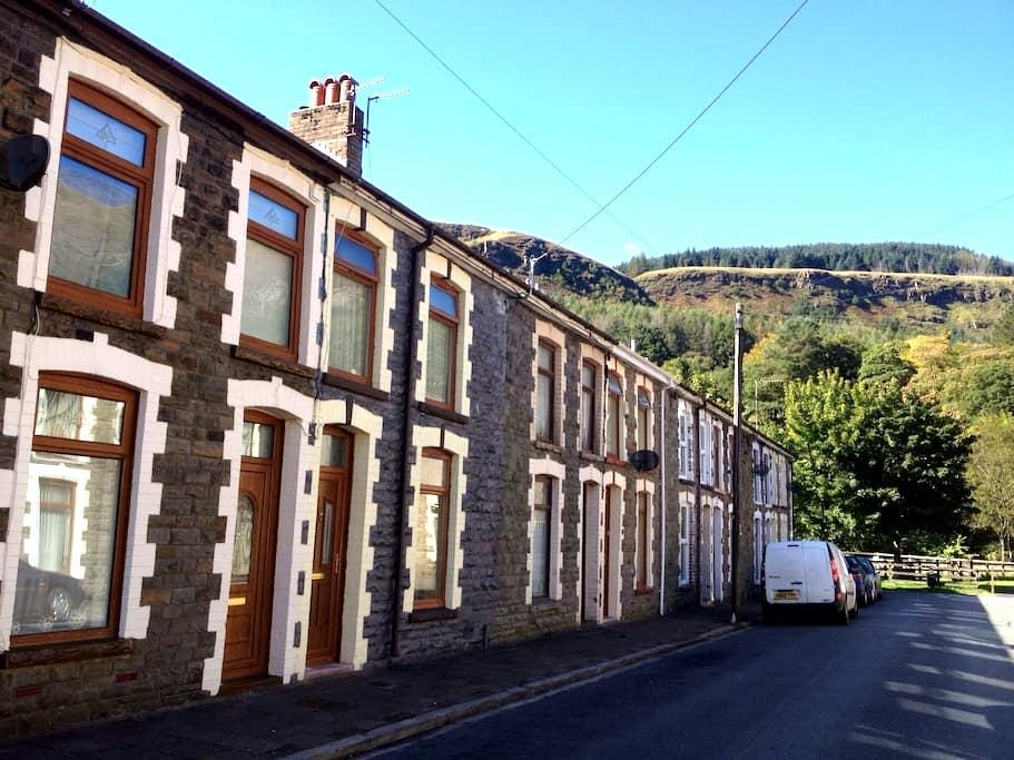 Welsh miners cottage experience - Rhondda Valley - Casa