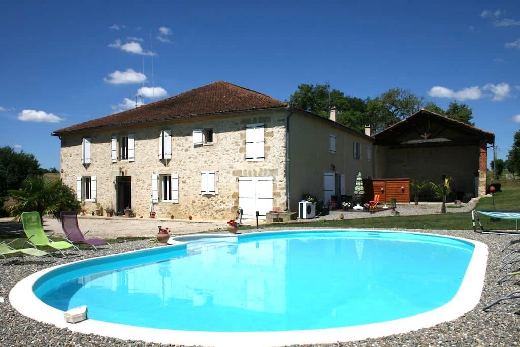 Gîte moderne de 100m² avec piscine - Belmont - Wohnung