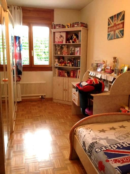 Charming and Quiet Room close to Nature & Center - Meyrin - Apartamento