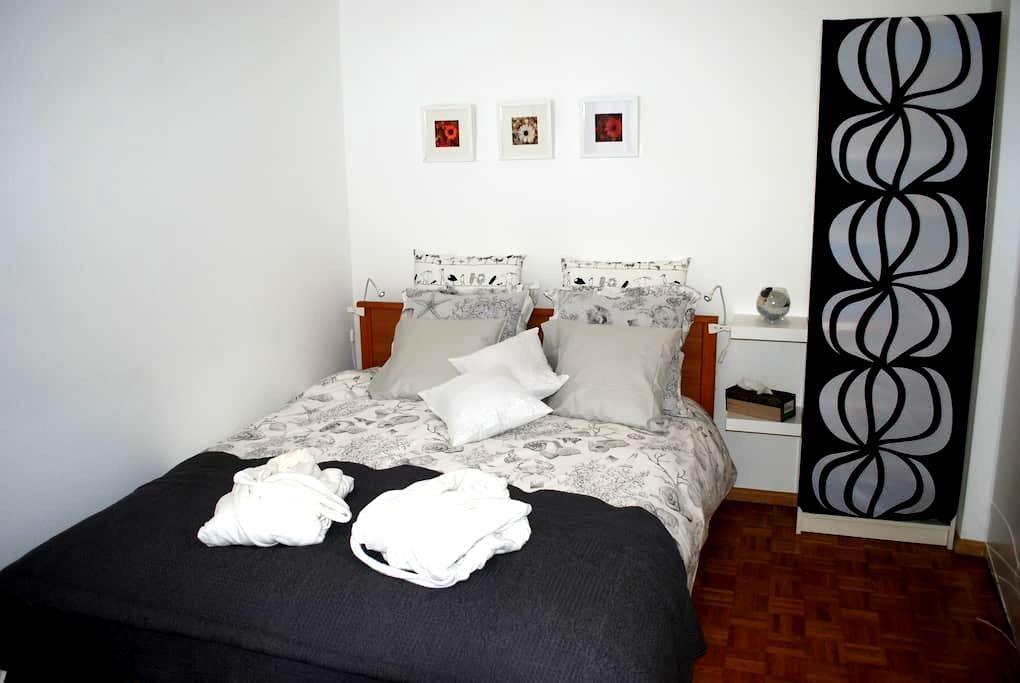 Jolie chambre pour deux personnes - Ginebra - Bed & Breakfast