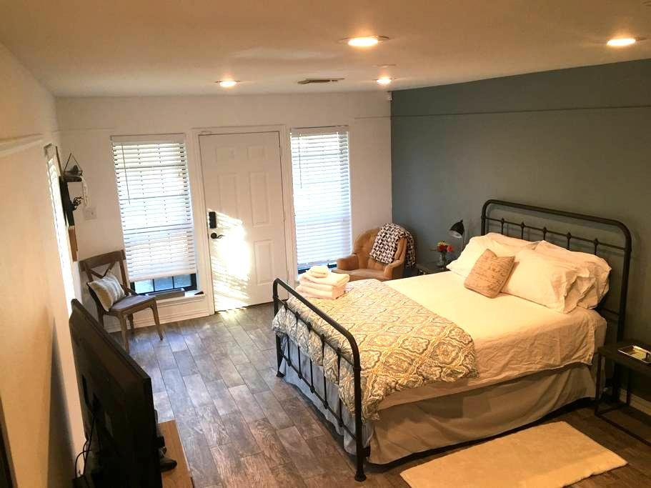 Guest Studio in Historic FTW - Stay4Less! - Fort Worth - Konukevi