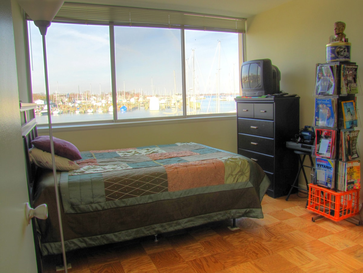 Room on Water, 1.3 mi to Main St.