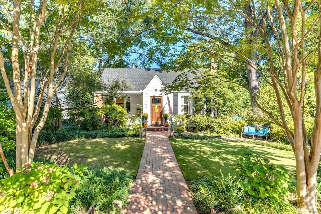 Historic Downtown Bungalow - Greenville - Hus
