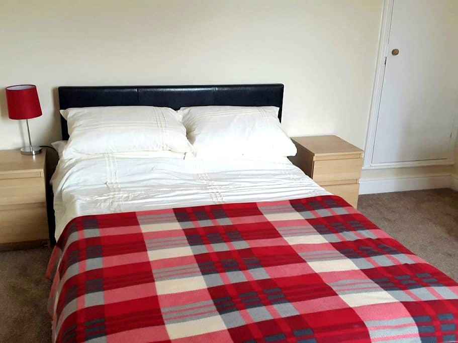 Large Double Room with Garden view - Leicester - House