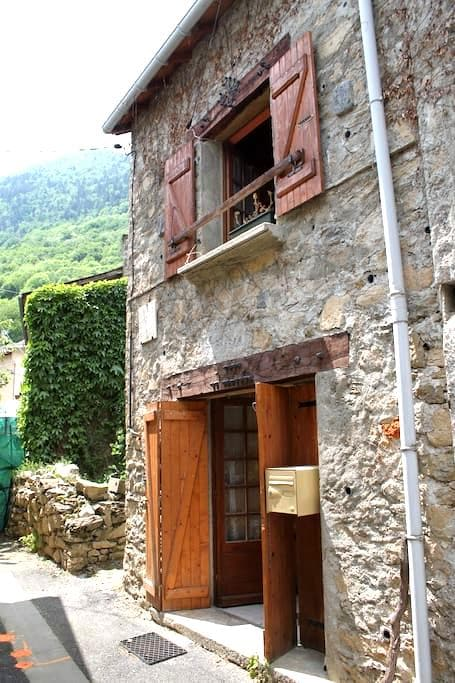 Maison en pierre du pays Le Parédal - Auzat - Huis