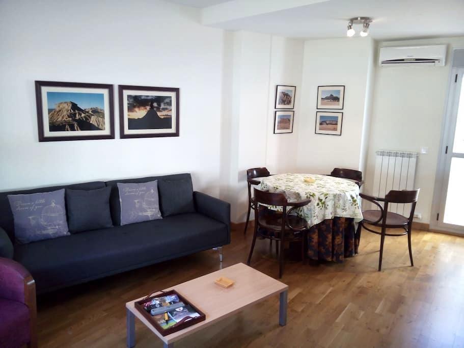 PRECIOSO APARTAMENTO RURAL EN EL CENTRO DEL PUEBLO - Arguedas - Apartment