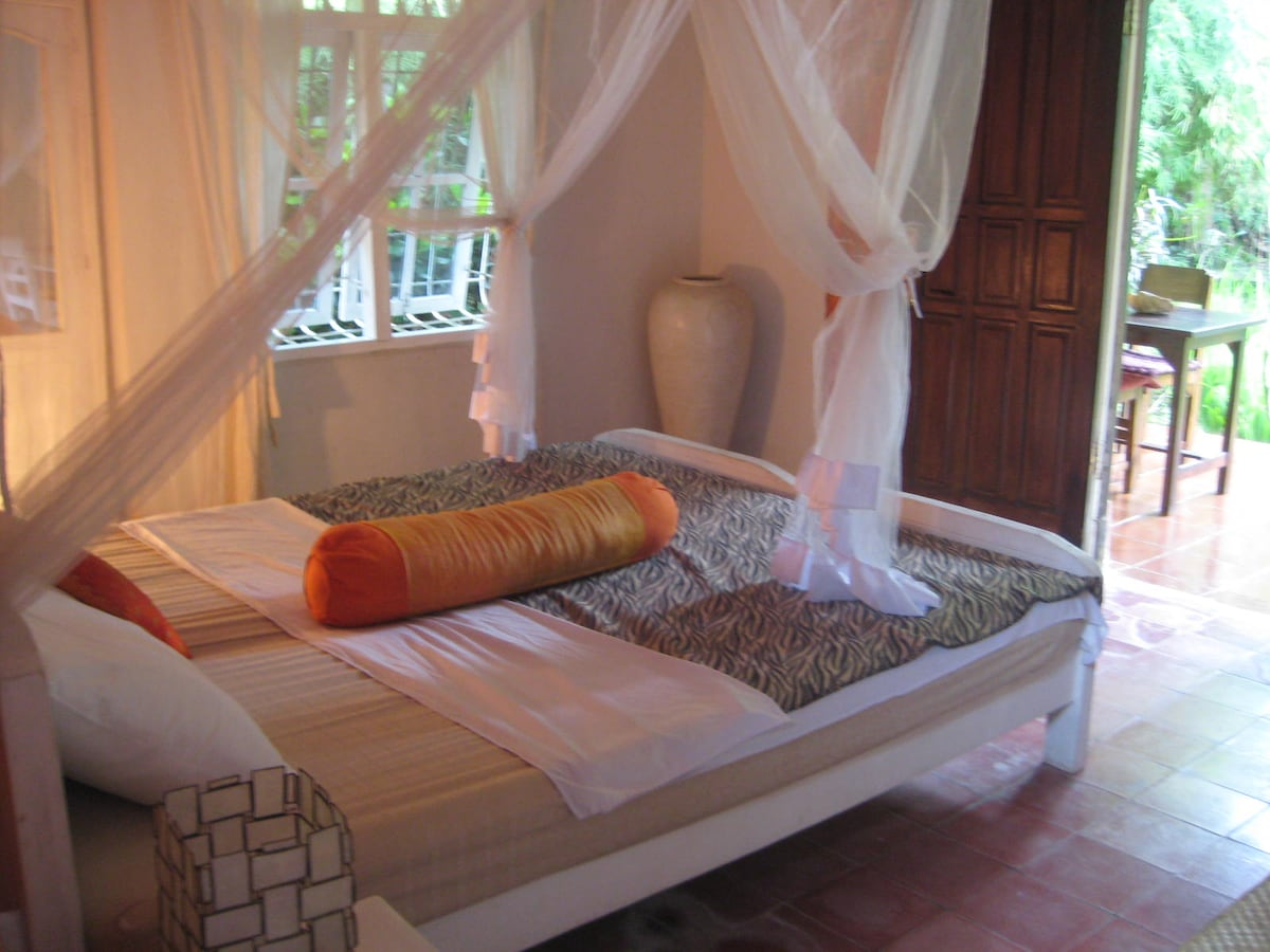 there are two twin beds which can be together as one queensize bed.you can choose twin or double bed