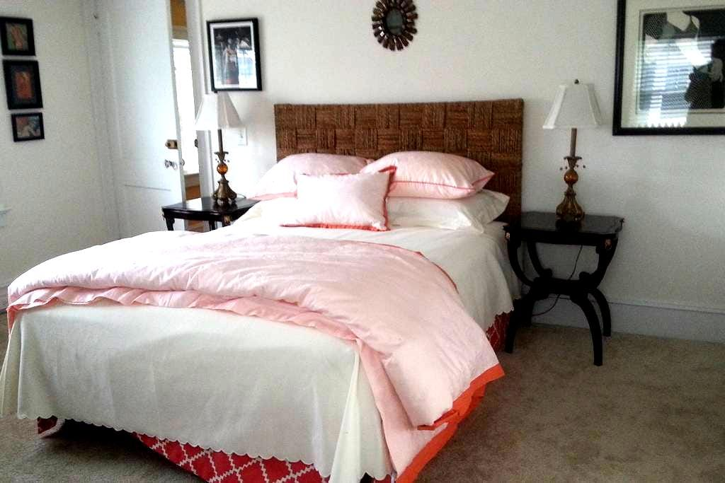 Wayland Square Private Aerie - Providence - Bed & Breakfast