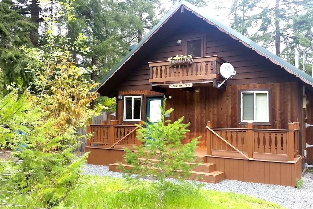 MNT. Peek Cabin, private hot tub - Ashford