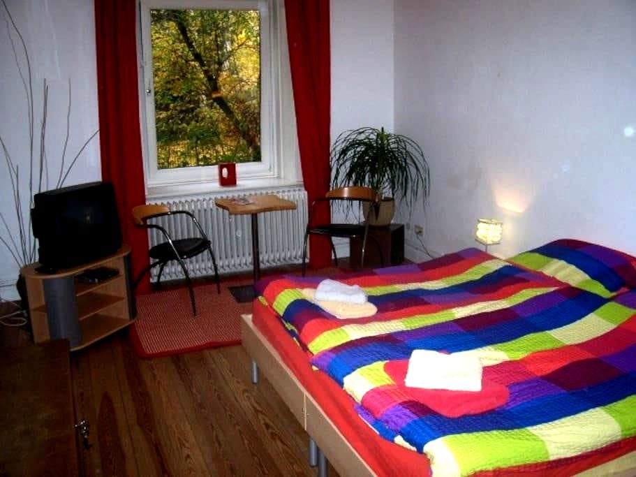 2. of 2 B&B-rooms Hamburg Eppendorf - Hamburgo
