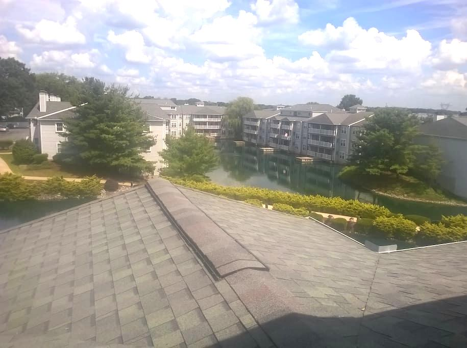 Private room and bath in second floor. - Newark - Daire